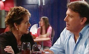 Susan Kennedy, Alex Kinski in Neighbours Episode 4784