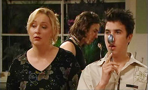 Janelle Timmins, Dylan Timmins, Stingray Timmins in Neighbours Episode 4784