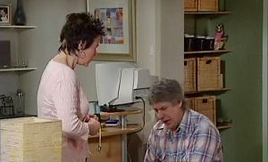 Joe Mangel, Lyn Scully in Neighbours Episode 4786