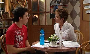 Susan Kennedy, Stingray Timmins in Neighbours Episode 4790