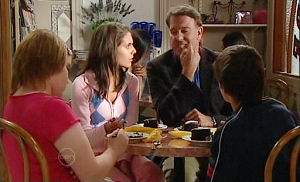 Bree Timmins, Rachel Kinski, Alex Kinski, Zeke Kinski in Neighbours Episode 4791
