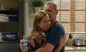 Max Hoyland, Steph Scully in Neighbours Episode 4792