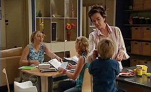 Janelle Timmins, Janae Timmins, Lyn Scully, Oscar Scully in Neighbours Episode 4793