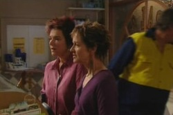 Lyn Scully, Susan Kennedy in Neighbours Episode 4854