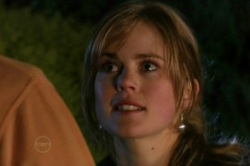 Elle Robinson in Neighbours Episode 4860