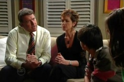 Alex Kinski, Susan Kennedy, Zeke Kinski, Rachel Kinski in Neighbours Episode 4860