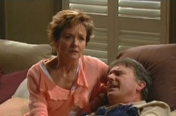 Alex Kinski, Susan Kennedy in Neighbours Episode 4871