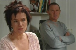 Lyn Scully, Max Hoyland in Neighbours Episode 4877