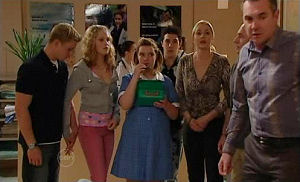 Boyd Hoyland, Janae Timmins, Bree Timmins, Stingray Timmins, Janelle Timmins, Kim Timmins, Karl Kennedy in Neighbours Episode 4893