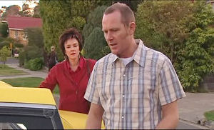 Lyn Scully, Max Hoyland in Neighbours Episode 4893