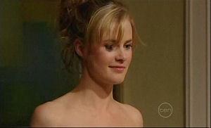 Elle Robinson in Neighbours Episode 4911