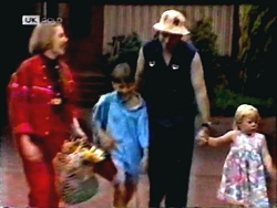Melanie Pearson, Toby Mangel, Joe Mangel, Sky Bishop in Neighbours Episode 1407