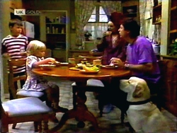 Toby Mangel, Sky Mangel, Melanie Pearson, Joe Mangel, Bouncer in Neighbours Episode 1412