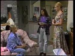 Lauren Carpenter, Beth Brennan, Phoebe Bright in Neighbours Episode 1925