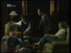 Wayne Duncan, Gaby Willis, Benito Alessi, Cathy Alessi in Neighbours Episode 1925