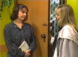 Pam Willis, Lauren Turner in Neighbours Episode 1975
