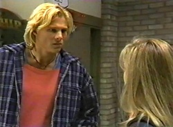 Brad Willis, Lauren Turner in Neighbours Episode 1975