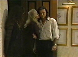 Gaby Willis, Annalise Hartman, Wayne Duncan in Neighbours Episode 1975