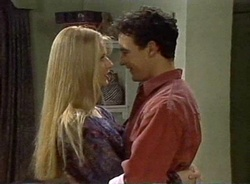 Phoebe Bright, Stephen Gottlieb in Neighbours Episode 2001