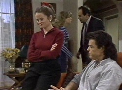 Julie Robinson, Debbie Martin, Philip Martin, Wayne Duncan in Neighbours Episode 2001