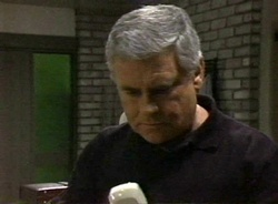 Lou Carpenter in Neighbours Episode 2001