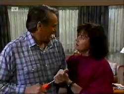 Doug Willis, Pam Willis in Neighbours Episode 2002