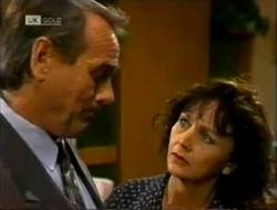 Doug Willis, Pam Willis in Neighbours Episode 2004