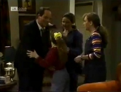 Philip Martin, Hannah Martin, Julie Robinson, Debbie Martin in Neighbours Episode 2005