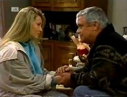 Lauren Turner, Lou Carpenter in Neighbours Episode 2005