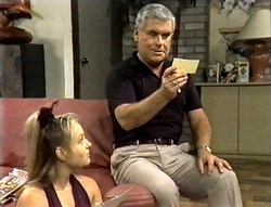 Lauren Turner, Lou Carpenter in Neighbours Episode 2094