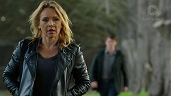Steph Scully, Ari Philcox in Neighbours Episode 7442