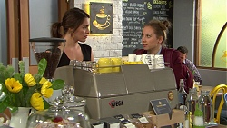 Paige Smith, Piper Willis in Neighbours Episode 7449