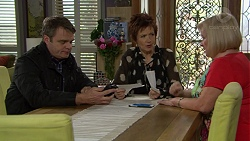 Gary Canning, Susan Kennedy, Sheila Canning in Neighbours Episode 7461