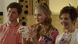 Angus Beaumont-Hannay, Xanthe Canning, Susan Kennedy in Neighbours Episode 7462