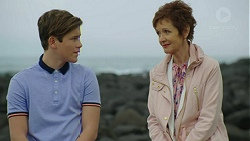 Angus Beaumont-Hannay, Susan Kennedy in Neighbours Episode 7463