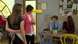 Piper Willis, Susan Kennedy, Angus Beaumont-Hannay, Elly Conway in Neighbours Episode 7480