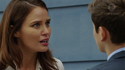 Elly Conway, Angus Beaumont-Hannay in Neighbours Episode 7481