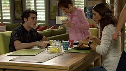 Ben Kirk, Susan Kennedy, Elly Conway in Neighbours Episode 7482