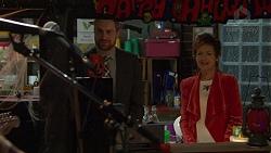 Wayne Baxter, Susan Kennedy in Neighbours Episode 7486