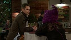 Mark Brennan, Elly Conway in Neighbours Episode 7486
