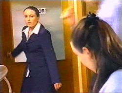 Libby Kennedy, Geri Hallet in Neighbours Episode 3443