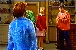 Lyn Scully, Felicity Scully, Joe Scully in Neighbours Episode 3742
