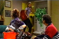 Lyn Scully, Felicity Scully, Joe Scully in Neighbours Episode 3743
