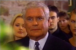Dee Bliss, Lou Carpenter in Neighbours Episode 3744