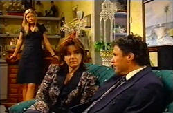 Felicity Scully, Lyn Scully, Joe Scully in Neighbours Episode 3745
