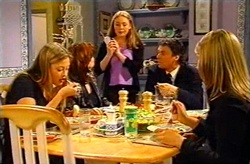 Felicity Scully, Lyn Scully, Michelle Scully, Joe Scully, Steph Scully in Neighbours Episode 3745