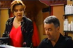 Lyn Scully, Gino Esposito in Neighbours Episode 3747