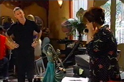 Gino Esposito, Lyn Scully in Neighbours Episode 3747