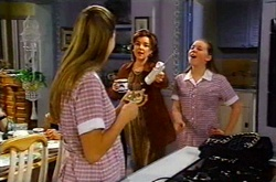 Felicity Scully, Lyn Scully, Michelle Scully in Neighbours Episode 3748