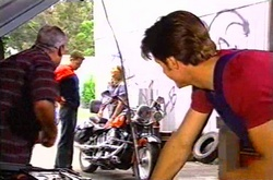 Lou Carpenter, Larry Woodhouse (Woody), Steph Scully, Drew Kirk in Neighbours Episode 3751